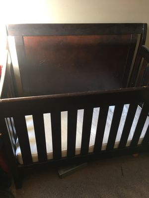 Baby crib for Sale in Lakewood, OH