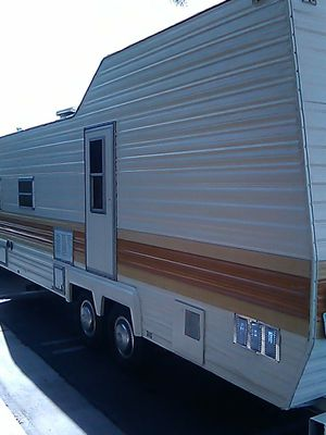 "1977 Taurus 23"" Travel trailer sleep 6 for Sale in San Jacinto, CA"