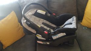 Graco car seat and base for Sale in Colton, CA