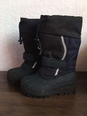 L.L Bean Toddler boys snow boots sz 10 for Sale in Hialeah, FL