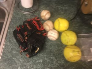 """Mizuno 11.5"""" left handed (means you throw with your left hand) Prospect MVP Model glove Model GPL 1150D3 and either 3 softballs or 3 baseballs. for Sale in Plainfield, IL"""