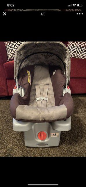 Baby car seat with base for Sale in Bakersfield, CA
