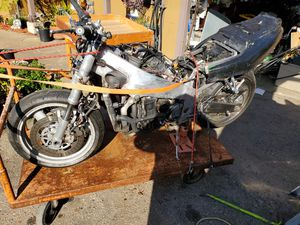 1994 zx7r parts bike motor runs. needs new tank and some TLC to get back on road fees at dmv 600. so that's why parts bike for Sale in Pacifica, CA
