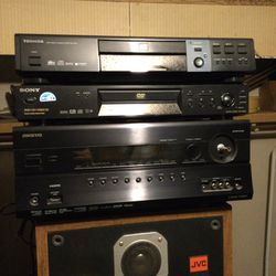 Onkyo 7.2 channel sournd sound amp receiver with a Sony dvd cd disk player in I will throw other one in free for Sale in Stockton,  CA