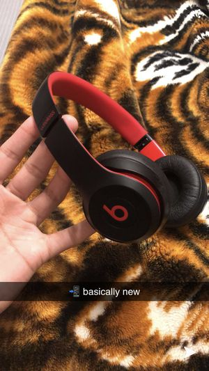 Beats solo 3 basically new for Sale in North Highlands, CA