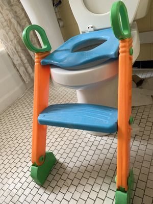 Toddler's potty with training ladder; children's training toilet for Sale in Buffalo, NY