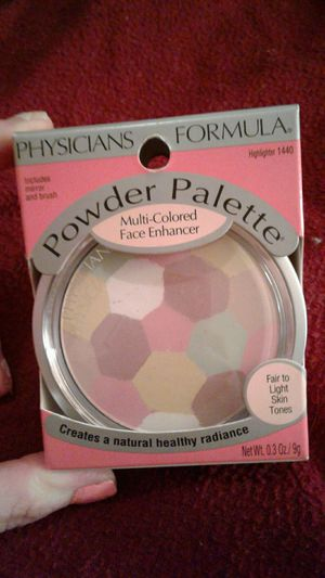 $6 makeup Physicians Formula highlighter includes mirror and brush creates a natural healthy Radiance for fair to light skin tones for Sale in Tampa, FL
