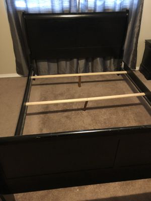 Queen bed, dresser and nightstand for Sale in Olympia, WA