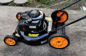 Lawn mower FOR PARTS NOT WORKING for Sale in Columbus, OH