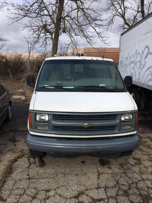 2001 Chevy express 188k one ton 3500 for Sale in Orient, OH
