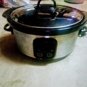 Crock Pot 5 Quartz( Digital) for Sale in Lynwood, CA