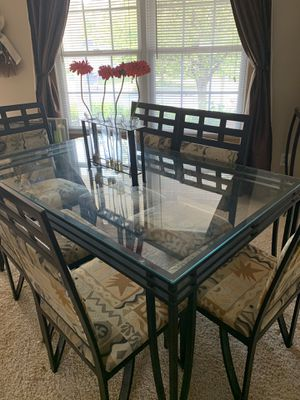 Dining room table and chairs for Sale in Columbus, OH