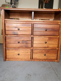 Dresser/TV Stand for Sale in Rialto,  CA