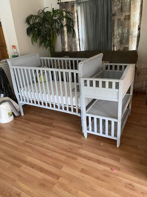 Crib changing table and mattress for Sale in Cypress, TX