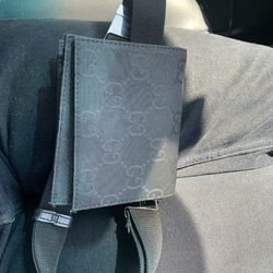 Gucci waist wallet / Fanny pack for Sale in Suisun City,  CA
