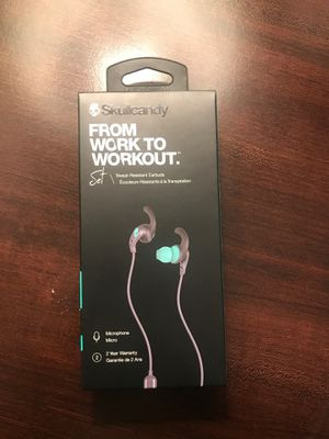 Skullcandy Set sweat resistant earbuds(BRAND NEW) for Sale in Buffalo Grove, IL