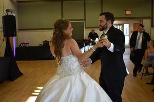 Beautiful wedding dress for Sale in Brunswick, MD