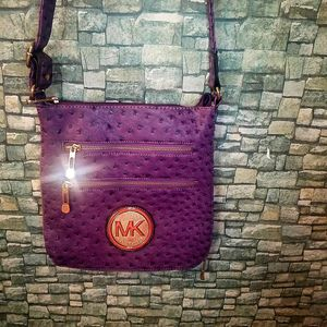 Michael Kors crossbody messenger bag for Sale in Lawrenceville, GA
