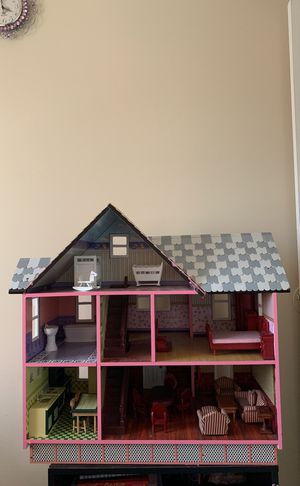 Amazing doll house high quality used and has a few pieces of furniture missing including toilet and baby rocking chair for Sale in Alexandria, VA