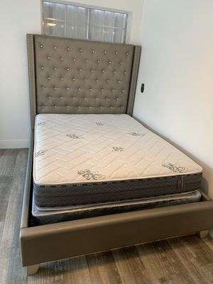 New queen plush foam mattresses and box springs FREE DELIVERY for Sale in Pembroke Pines, FL