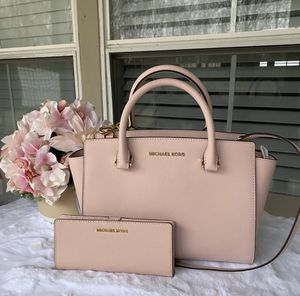 Michael Kors Handbag w/ wallet for Sale in Oceanside, CA