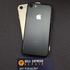 IPhone 7 Unlocked Like new Condition with 30 days Warranty for Sale in Tampa, FL