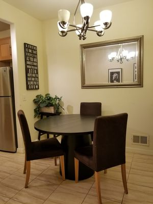 Round dinning table with 4 chairs for Sale in Queens, NY