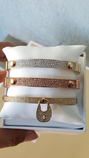 New Authentic Michael Kors Women's Goldtone Bracelet 🌹🌷🌹🌷🌹 for Sale in Montebello, CA