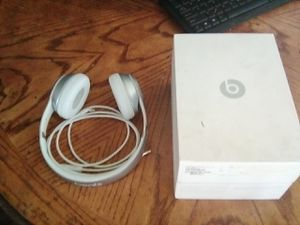 Beats by Dre wireless headphones with cord also 80$ for Sale in Long Beach, CA
