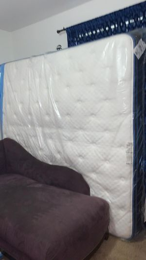Sleepys Mattres King Size for Sale in Winter Haven, FL
