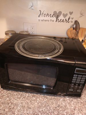 Black medium sized microwave ..... very clean , heats up fast ☀️ for Sale in Lynwood, CA