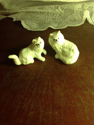 Small cat statue collectibles for Sale in Louisville, KY