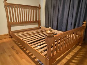MINT SOLID WOOD QUEEN BED FRAME AND FOUNDATION NO MATTRESS for Sale in St. Petersburg, FL