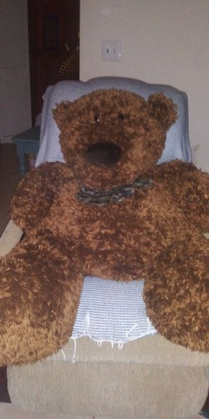 Huge like new super soft cuddly teddy bear! for Sale in Fort Myers, FL