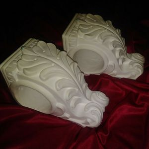 Set 2 wall curtain Corbels bookends for Sale in Apopka, FL