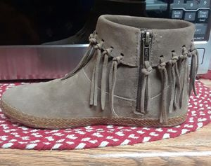 UGG BOOTS Sz 6.5 New Retail $120 for Sale in Stockton, CA