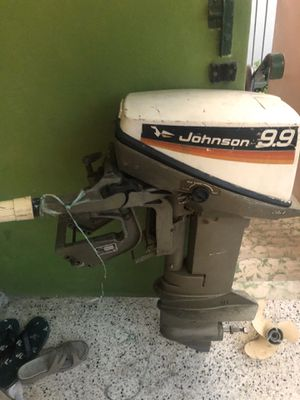 Outboard Johnson engine 9.9 (broken) for Sale in Miami, FL