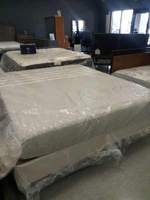Cali king Leeza mattress 50 down same day delivery for Sale in Columbus, OH