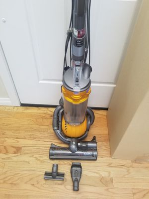 NEW cond Dyson DC25 BALL , AMAZING SUCTION , IN THE BOX, WORKS EXCELLENT, for Sale in Auburn, WA
