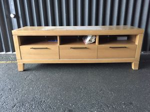 """Tv stand Up to 70"""" for Sale in Hialeah, FL"""