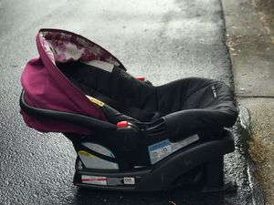 Graco. Car seat with base for Sale in Jacksonville, FL