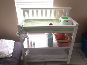 Graco baby changer with pad and cover for Sale in Oakland Park, FL