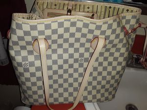 Beautiful bag I'm located at 35 ave northern for Sale in Phoenix, AZ