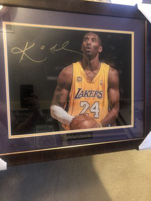 Kobe Bryant Signed and Framed 16x20 Photo for Sale in Laveen Village, AZ