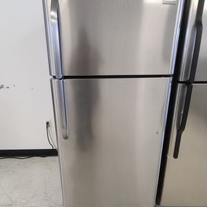 Frigidaire Stainless Steel Top Freezer Refrigerator Used Good Condition With 90day's Warranty for Sale in Washington, DC