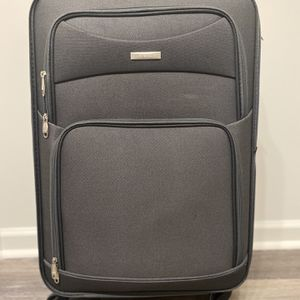 Full Size 4-Wheel Suitcase with Combination Lock for Sale in Washington, DC