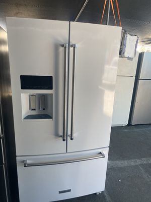 $699KitchenAid White French door refrigerator stainlessj handles includes delivery in the San Fernando Valley the ice water dispenser does not work for Sale in Los Angeles, CA