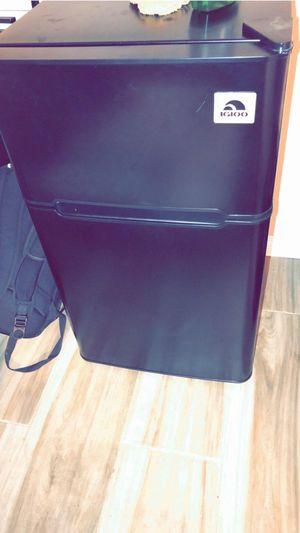 Mini fridge. Igloo for Sale in Los Angeles, CA