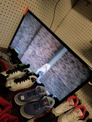 32 inches tlc roku smart TV with remote for Sale in Indianapolis, IN