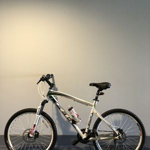 Felt Q620 Mountain Bike $450 Trek Giant Specialized for Sale in Irvine, CA